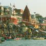 Ceremonia_al_amanecer._Varanassi._Ciudad_Sagrada._Rio_Ganges